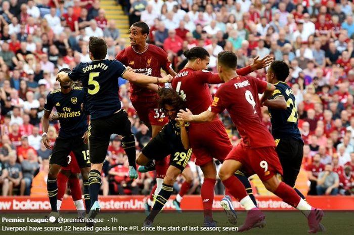 Momen ketika tendangan sudut yang dilakukan oleh Trent-Alexander Arnold berujung gol melalui Joel Matip pada laga antara Liverpool dan Arsenal di Stadion Anfield, Sabtu (24/8/2019).