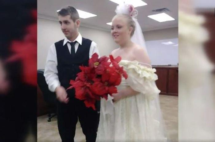 Acara pernikahan Harley Morgan (19) dan Rhiannon Boudreaux (20).