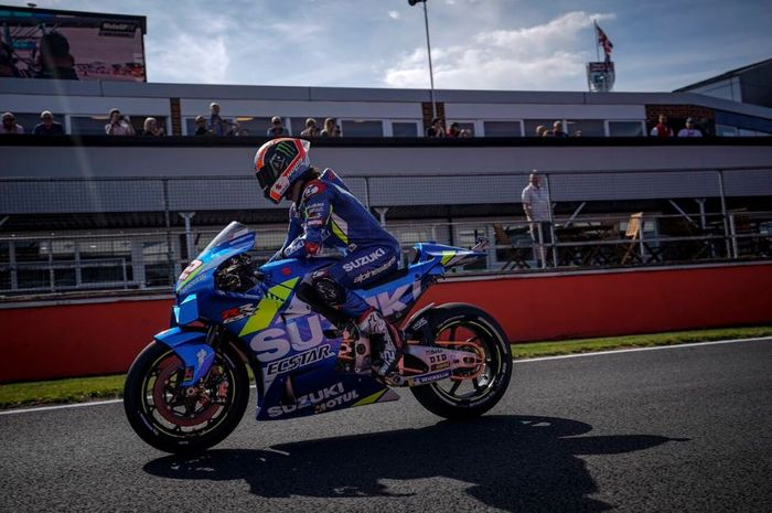 Aksi pembalap Suzuki Ecstar, Alex Rins pada MotoGP Inggris 2019, Minggu (25/8/2019)