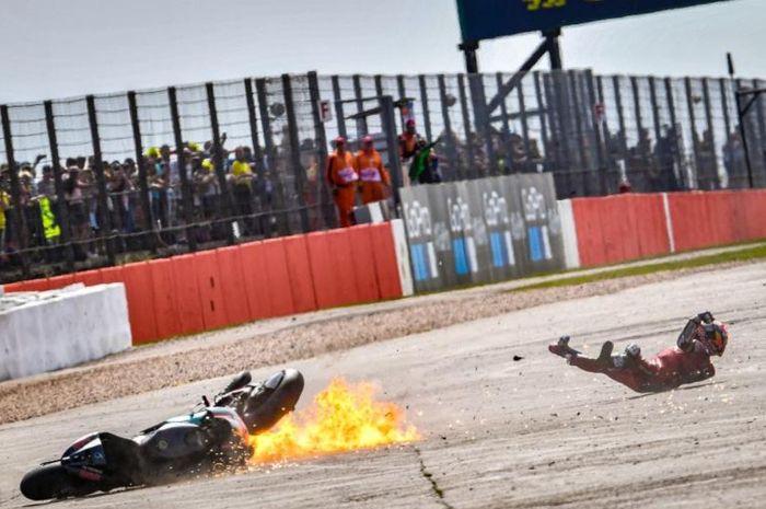 Insiden antara Andrea Dovizioso (Ducati) dan Fabio Quartararo (Petronas SRT) pada MotoGP Inggris 2019