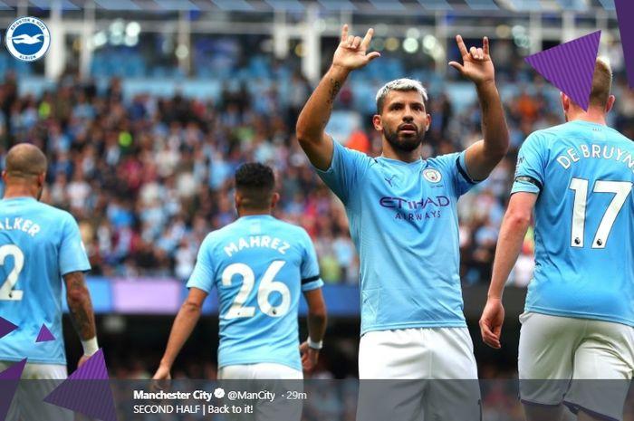 Sergio Aguero melakukan selebrasi usai mencetak gol ketiga ke gawang Brighton & Hove Albion pada pertandingan pekan keempat Liga Inggris di Stadion Etihad, Sabtu (31/8/2019).
