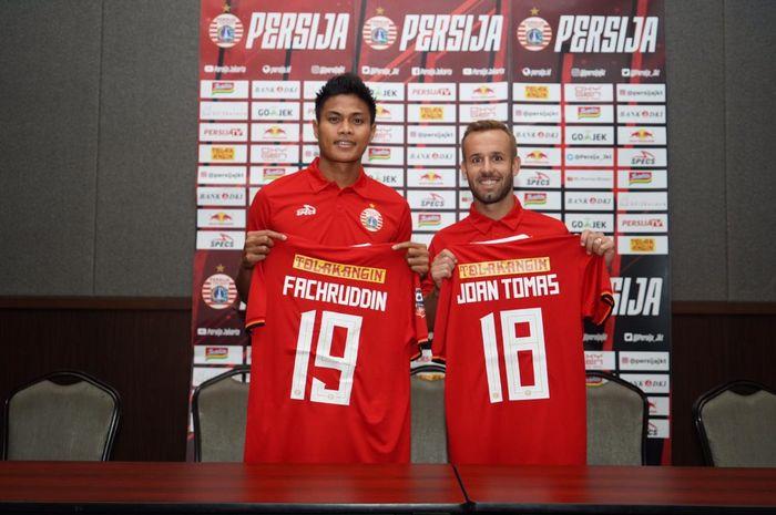 Dua pemain Persija Jakarta , Fachruddin Aryanto dan Joan Tomas Campasol