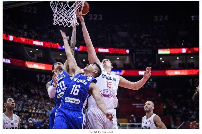 Aksi pada laga Piala Dunia Basket 2019 antara TImnas Basket Serbia melawan Filipina di Foshan, Senin (2/9/2019).