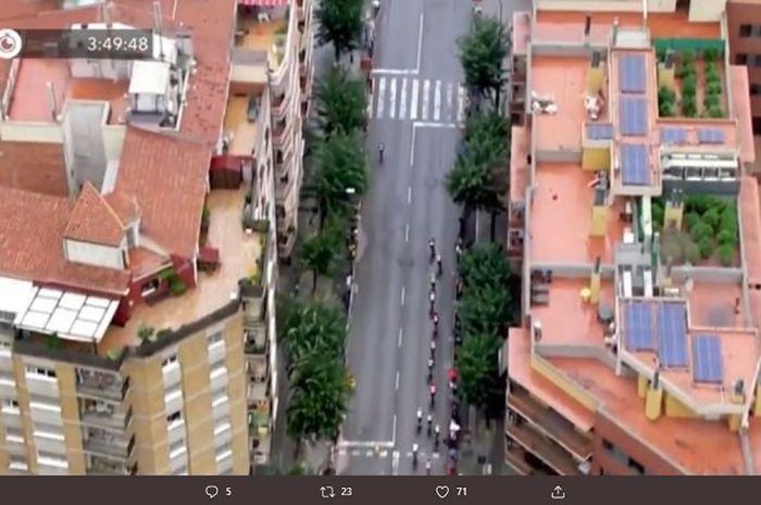 Penemuan 40 tanaman ganja di atap sebuah gedung dara-gara siaran langsung balap sepeda Tour of Spain menggunakan helikopter.