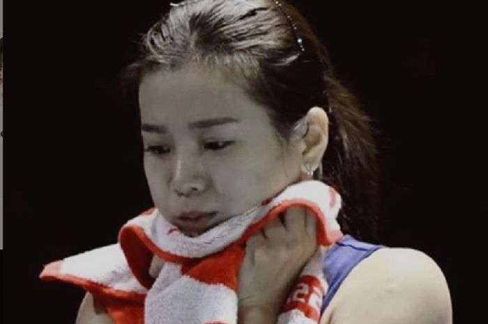 Pebulu tangkis putri spesialis ganda campuran Malaysia, Goh Liu Ying saat pasang muka melas pasca tersingkir dari Taiwan Open 2019.