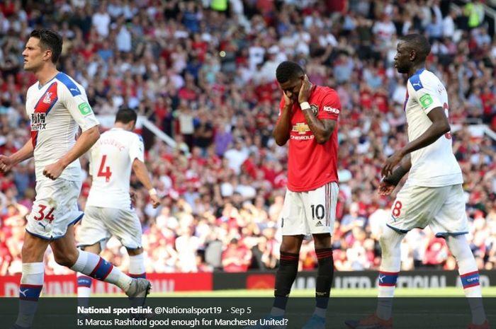 Penyerang muda Manchester United, Marcus Rashford, tampak kecewa setelah gagal mengeksekusi tendangan penalti kala timnya takluk 1-2 dari Crystal Palace pada pertandingan Liga Inggris pekan ke-3 di Stadion Old Trafford, Sabtu (24/8/2019).