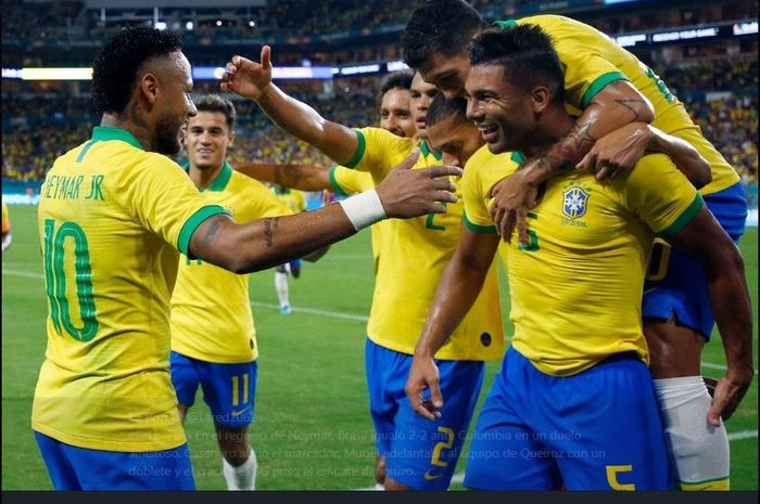 Para pemain timnas Brasil merayakan gol ke gawang Kolombia, 6 September 2019.