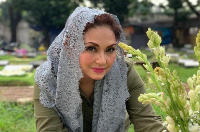 Nia Daniaty akhirnya beri klarifikasi soal kecelakaan yang ia alami di Bojonegoro, Jawa Timur, siang kemarin (7/9/2019).