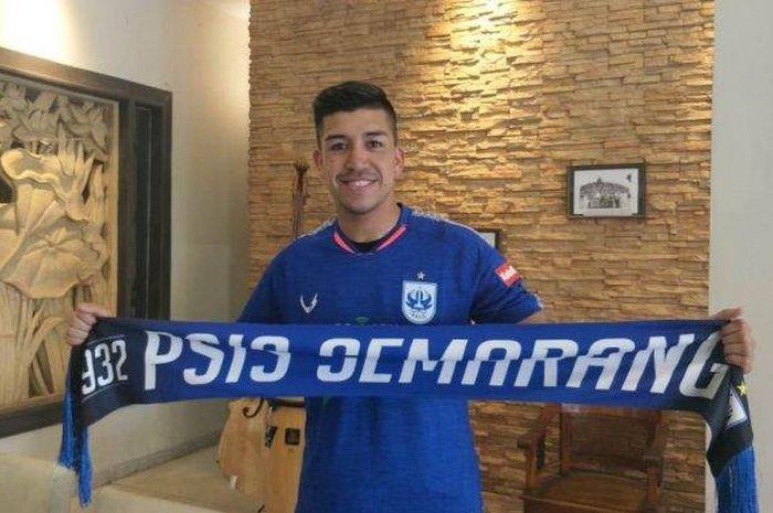 Pemain baru PSIS Semarang, Jonathan Cantillana, saat diperkenalkan ke publik pada Minggu (8/9/2019).