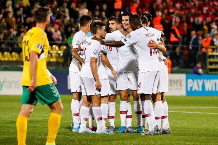 Megabintang timnas Portugal, Cristiano Ronaldo, merayakan gol yang dicetak ke gawang timnas Lithuania dalam laga Grup B Kualifikasi Euro 2020 di LFF Stadionas, Selasa (10/9/2019).