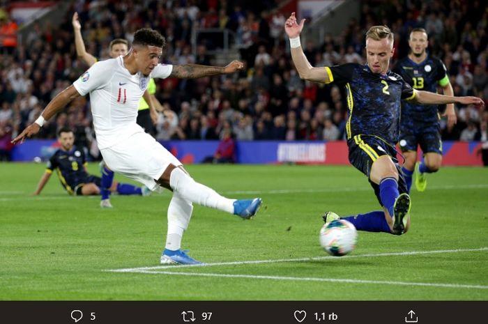 Jadon Sancho mencetak dua gol saat membela Inggris melawan Kosova pada Kualifikasi Piala Eropa 2020 di St. Mary's Stadium, Inggris.