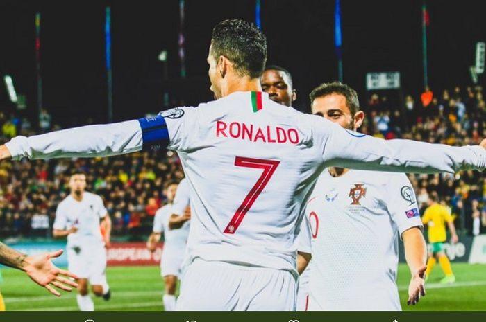 Cristiano Ronaldo mencetak empat gol saat lawan Lithuania.