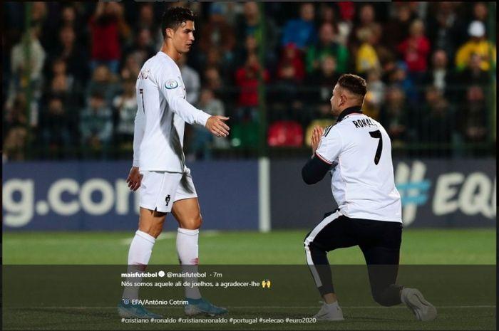 Seorang penyusup mendatangi Cristiano Ronaldo dalam duel Lithuania versus Portugal pada Kualifikasi Piala Eropa 2020.