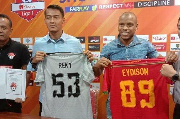 Dua rekrutan anyar Kalteng Putra, striker Eydison Teofilo Soares dan kiper Reky Rahayu saat diperkenalkan ke publik pada Rabu (11/9/2019).