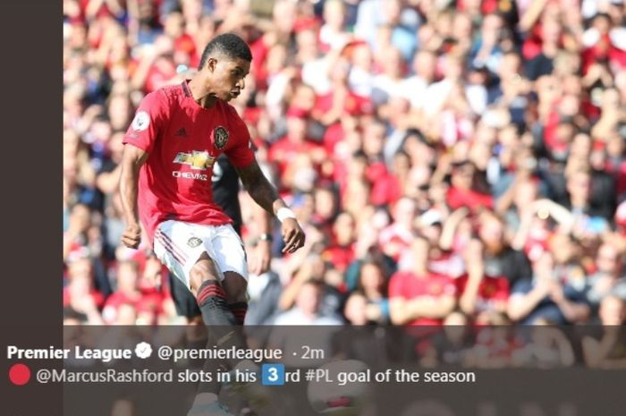 Striker Manchester United, Marcus Rashford, mengeksekusi penalti ke gawang Leicester City dalam laga di Ols Trafford, Sabtu (14/9/2019).