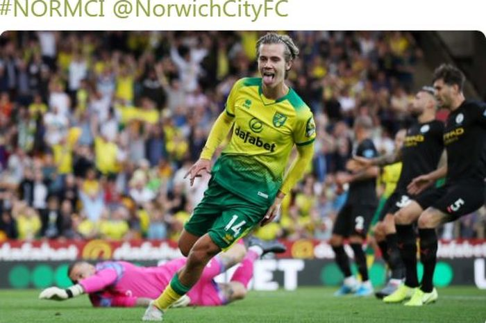 Pemain Norwich City, Todd Cantwell, merayakan gol yang dicetak ke gawang Manchester City dalam laga Liga Inggris di Stadion Carrow Road, Sabtu (14/9/2019).