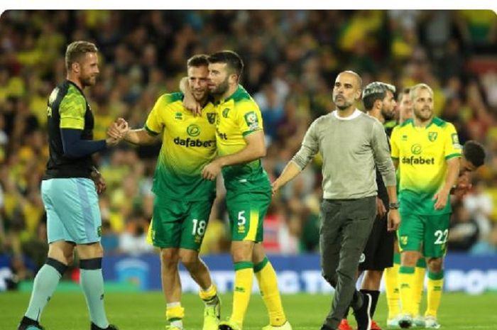 Para pemain Norwich City merayakan kemenangan atas Manchester City dalam laga Liga Inggris di Stadion Carrow Road, Sabtu (14/9/2019).