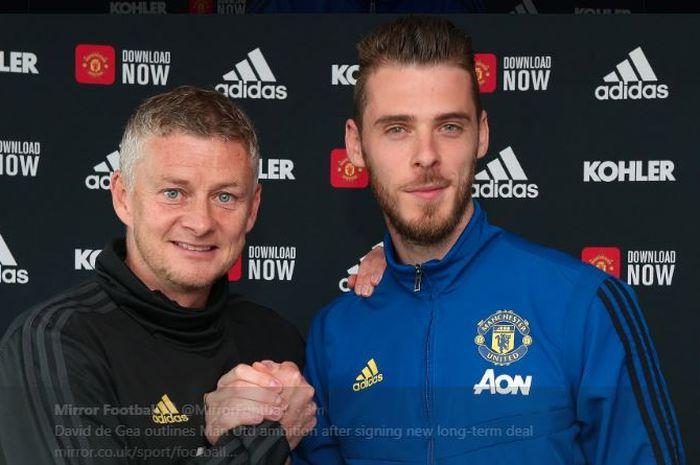 David de Gea (kanan) bersama pelatih Manchester United, Ole Gunnar Solskjaer.