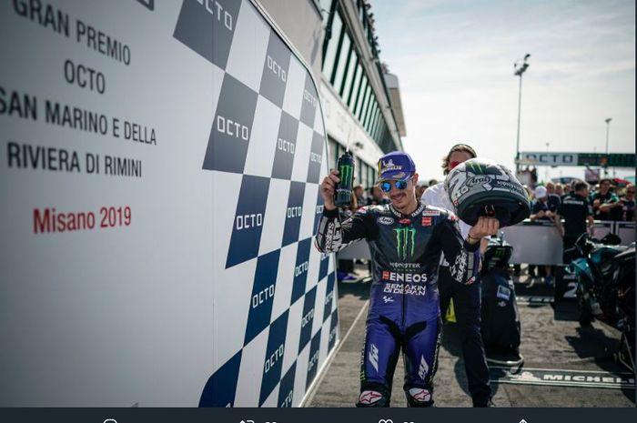 Maverick Vinales (Monster Energy Yamaha) berpose usai memastikan podium pada gelaran MotoGP San Marino 2019.