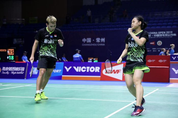 Pasangan ganda campuran Indonesia, Rinov Rivaldy/Pitha Haningtyas Mentari, pada laga babak pertama China Open 2019 di Changzou, China, Selasa (17/9/2019).