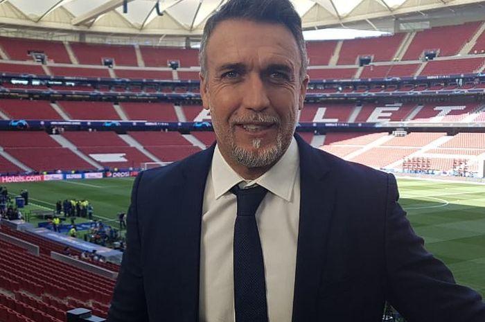 Gabriel Batistuta saat menjalankan tugas sebagai salah satu pundit dalam sebuah tayangan pertandingan sepak bola