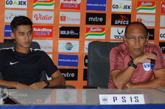 Pelatih PSIS Semarang, Bambang Nurdiansyah, memberikan keterangan sebelum laga kontra Persebaya Surabaya pada pekan ke-19 Liga 1 2019.