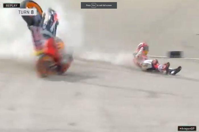 Juara dunia MotoGP, Marc Marquez, mengalami crash di Tikungan 8 Sirkuit Motorland Aragon pada sesi FP2 MotoGP Aragon 2019, Jumat (20/9/2019).