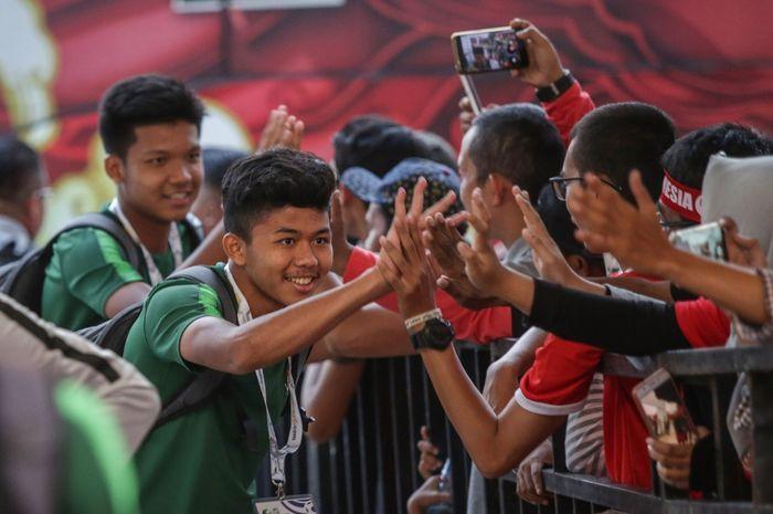 Pemain timnas U-16 Indonesia datang ke Stadion Madya jelang laga kontra Brunei Darussalam pada matchday ketiga Kualifikasi Piala Asia U-16 2020, Jumat (20/9/2019).