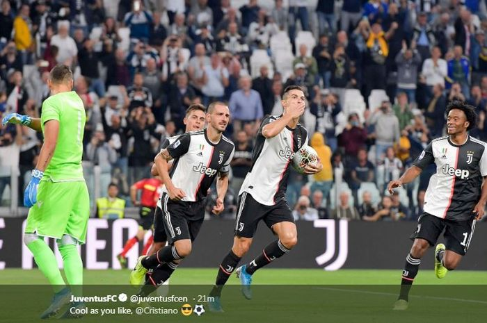 Megabintang Juventus, Cristiano Ronaldo (kedua dari kanan), merayakan gol yang dicetak ke gawang Hellas Verona dalam laga Liga Italia di Allianz Stadium, Sabtu (21/9/2019).
