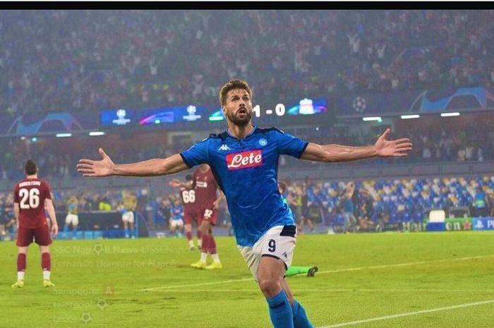 Fernando Llorente saat merayakan gol untuk Napoli.