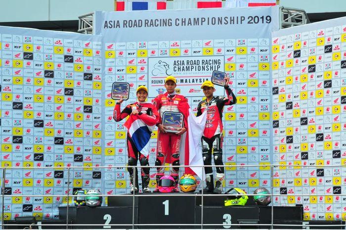 Pembalap Indonesia, Irfan Ardiansyah berada pada podium pertama Asia Road Racing Championship (ARRC) seri keenam di Sepang International Circuit, Malaysia (21/9/2019).