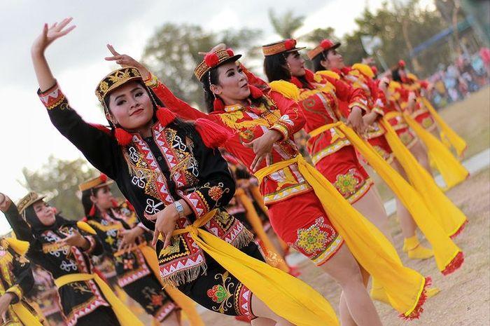 Tarian Dolalak asal Purworejo, Jawa Tengah.