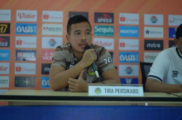 Pemain Tira Persikabo, Guntur Triaji saat memberikan keterangan pers, Kamis (25/9/2019), jelang laga kandang kontra Semen Padang.