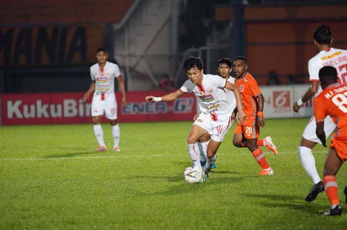 Aksi pemain Persija Jakarta Feby Eka Putra saat timnya dijamu Borneo FC, pekan ke-21 Liga 1 2019 di Stadion Segiri, Samarinda, Jumat (27/9/2019).