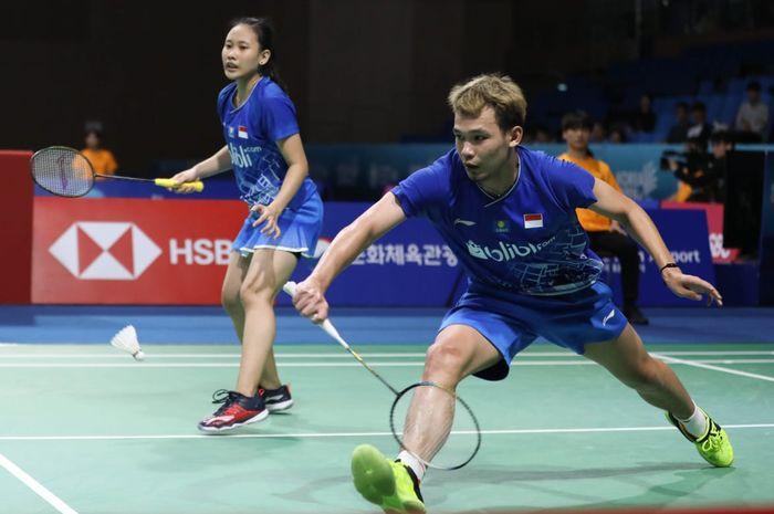 Pasangan ganda campuran Indonesia, Rinov Rivaldy/Pitha Haningtyas Mentari, saat tampil pada semifinal Korea Open 2019, Sabtu (28/9/2019) di Incheon, Korea Selatan.