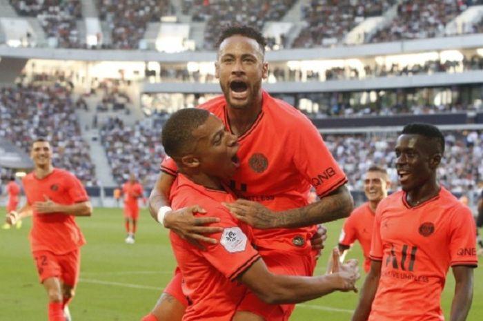 Neymar ibaratkan hubungannya dengan pendukung PSG seperti perempuan.