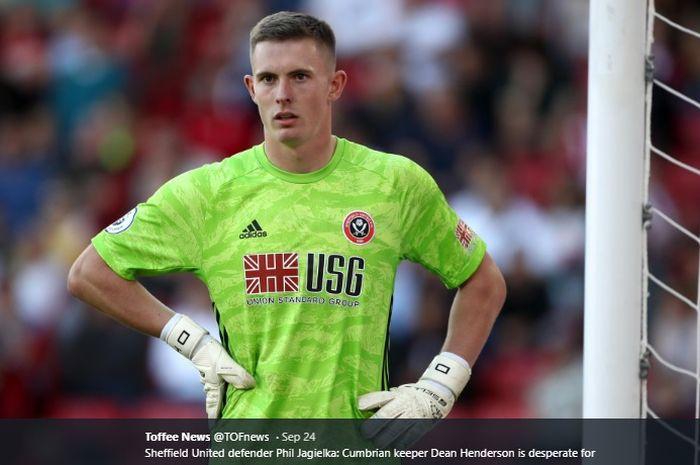 Kiper muda milik Manchester United, Dean Henderson, yang kini tengah dipinjamkan ke Sheffield United.