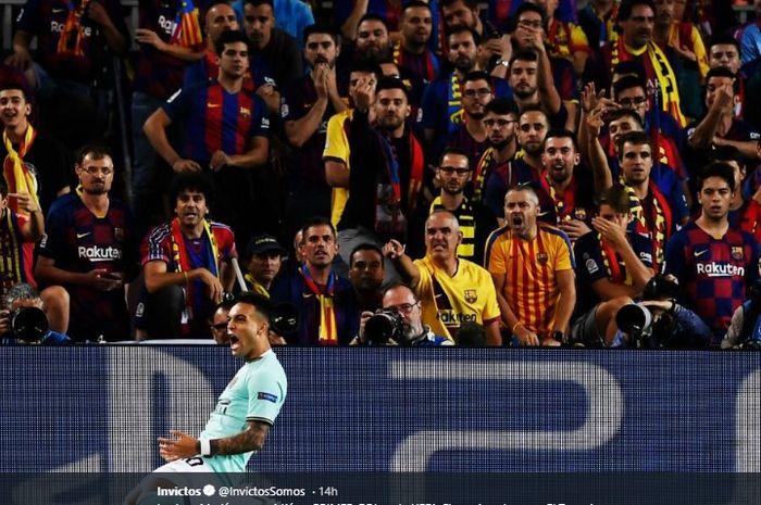 Selebrasi Lautaro Martinez ketika mampu mencetak gol pembuka Inter Milan ke gawang Barcelona pada menit ke-3 di Stadion Camp Nou, Rabu (2/10/2019).