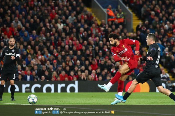 Aksi Mohamed Salah ketika mencetak gol keduanya sekaligus gol kemenangan 4-3 Liverpool atas RB Salzburg di Stadion Anfield, Rabu (2/10/2019) atau Kamis dini hari WIB.