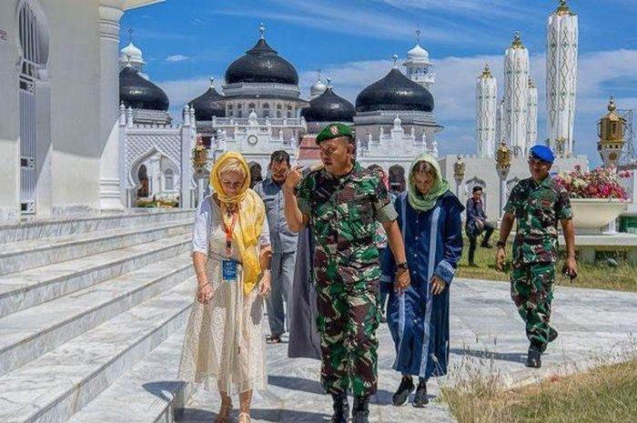 Kisah Hardius Rusman, Anggota TNI Lulusan SMA, Memukau 28 Anggota Keluarga Militer Asing, Belajar 7 Bahasa Melalui Media Sosial