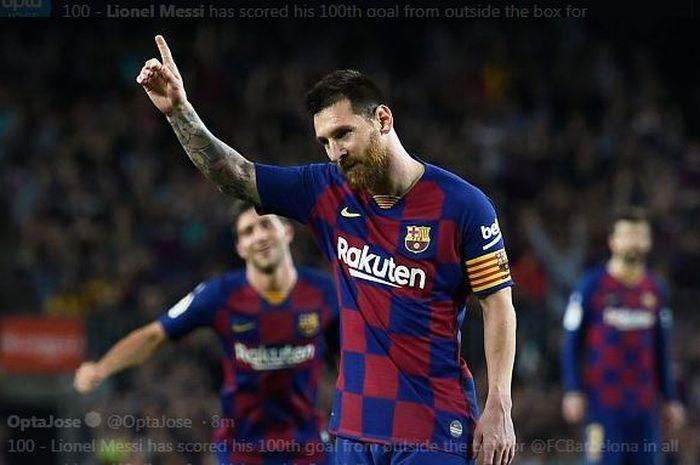 Lionel Messi merayakan gol untuk Barcelona.