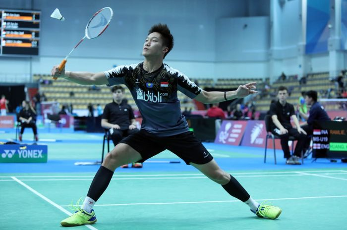 Pemain bulu tangkis tunggal putra, Yonathan Ramlie, turun berlaga pada Kejuaraan Dunia Junior 2019.