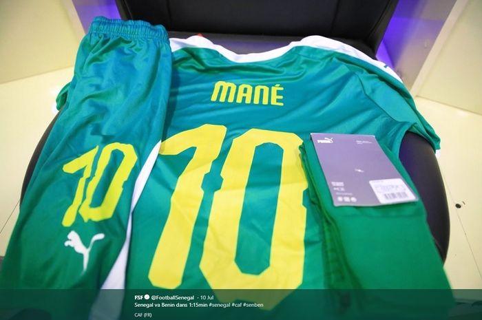Jersey timnas Senegal dengan nomor punggung 10 untuk penyerang Liverpool FC, Sadio Mane.