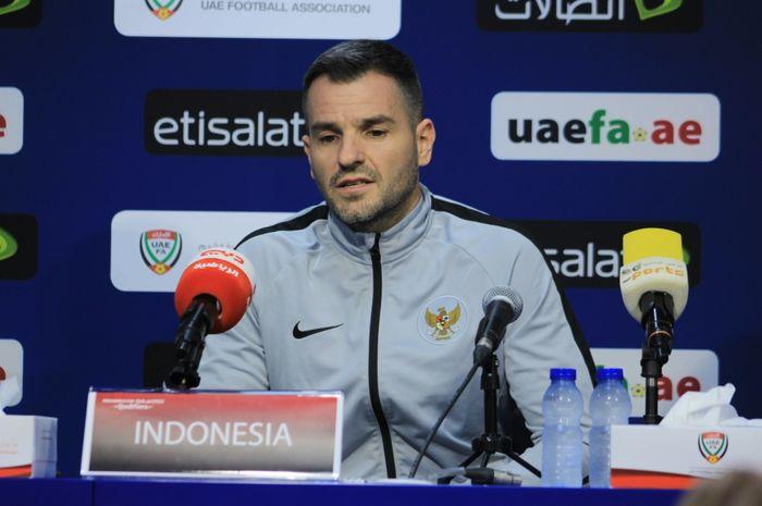 Pelatih timnas Indonesia, Simon McMenemy, dalam konferensi pers jelang laga melawan timnas UEA, Rabu (9/10/2019)