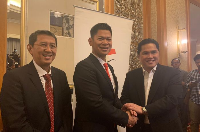 Dari kiri ke kanan: Warih Sadono, Raja Sapta Oktohari, dan Erick Thohir berfoto usai kongres KOI di Jakarta, Rabu (9/10/2019).