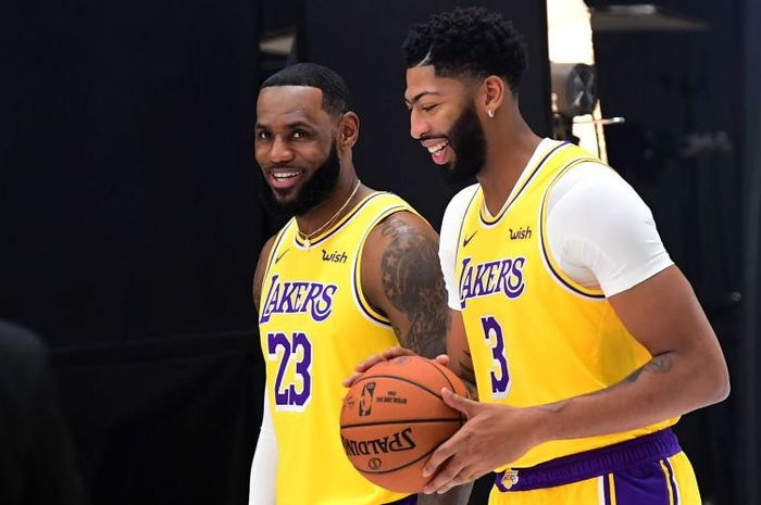 Pemain Lakers, LeBron James dan Anthony Davis.