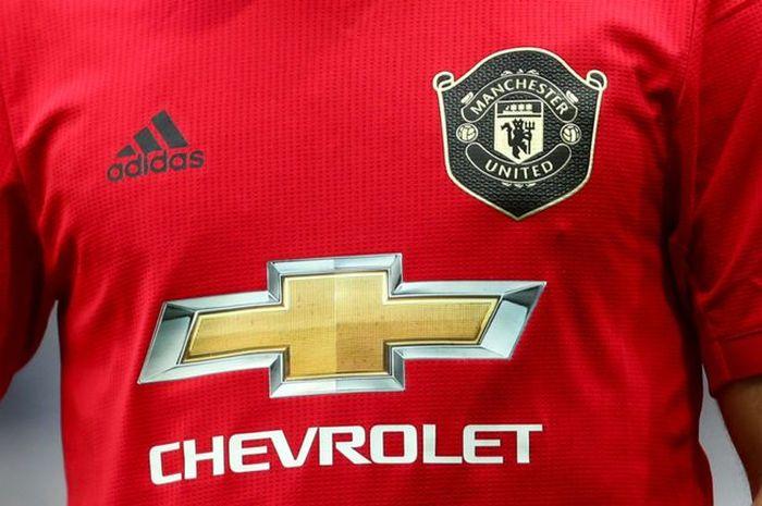 Jersey Manchester United dengan Logo Sponsornya