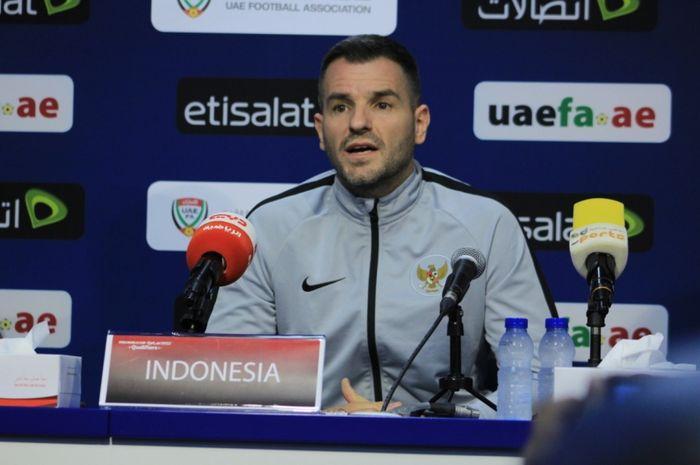 Pelatih Indonesia, Simon McMenemy