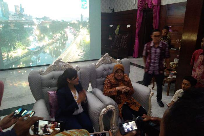 Sekjen PSSI, Ratu Tisha, dan Walikota Surabaya, Tri Rismaharini dalam audiensi yang membicarakan kesiapan Surabaya sebagai calon tuan rumah Piala Dunia U-20, Kamis (10/10/2019).