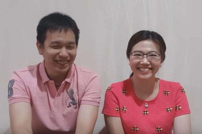 Cuplikan Klip Video Hendra Setiawan Bersama Sang Istri di Channel Youtubenya Tentang Perjalanan Mereka